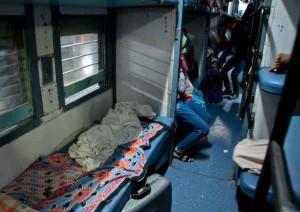 Mujeres de la India descubren a hombre en un tren de uso exclusivo femenino. La forma en la que actuaron te sorprenderá