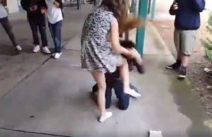 golpiza propinada por una adolescente a un chico
