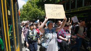 """""""Mujeres asquerosas contra Trump"""""""