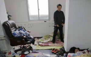 Mochilero chino confundido con migrantes musulmanes