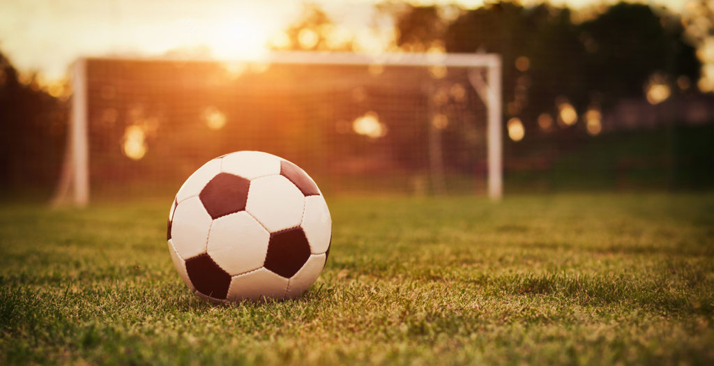 Plantel de fútbol femenino pide la renuncia del entrenador por cuestiones  inocuas. Medios lo destacan como «violencia de género». – Varones Unidos